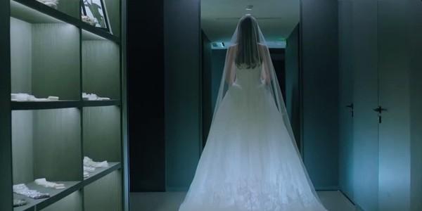 Thư Kỳ đẹp tinh khôi khi mặc váy cưới bên 'người tình trẻ' 1