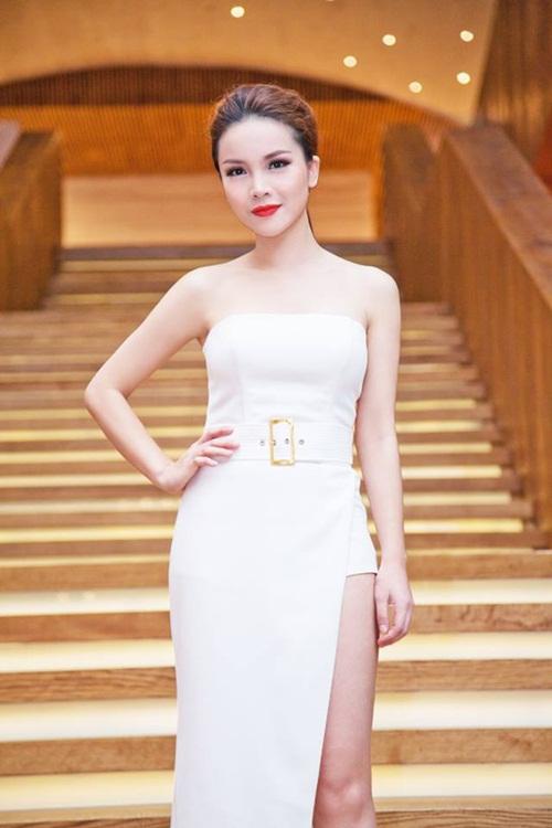 Gương mặt bầm dập do tai nạn giao thông của ca sĩ Yến Trang 3
