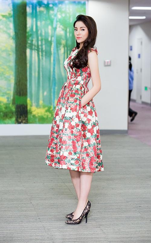 Sao Việt mặc xấu tuần qua: Kỳ Duyên kém xinh với váy hoa 1