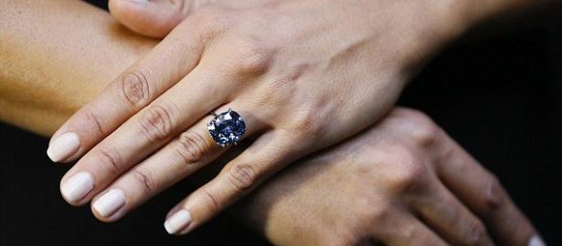 Cận cảnh viên kim cương xanh trị giá hàng nghìn tỷ 4