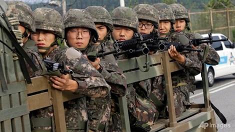 Sợ chiến tranh với Triều Tiên, nhiều thanh niên HQ trốn nhập ngũ 1