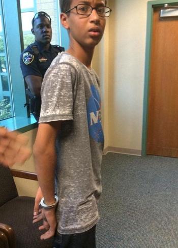Hình ảnh Cậu bé chế đồng hồ bị nhầm là bom rời trường học số 2