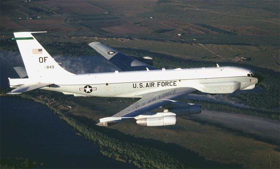 Chiến đấu cơ TQ tạt đầu nguy hiểm máy bay trinh sát Mỹ 1