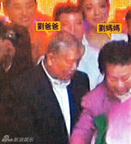 Hình ảnh hiếm thấy của Lưu Đức Hoa bên cạnh vợ và con gái 4