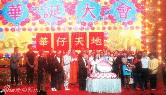 Hình ảnh hiếm thấy của Lưu Đức Hoa bên cạnh vợ và con gái 3