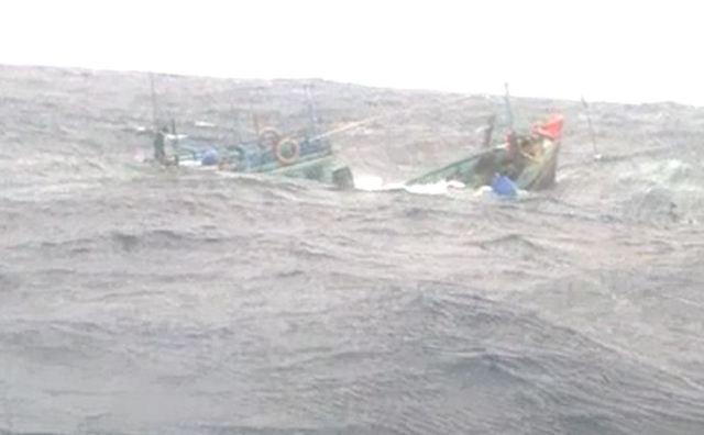 Hình ảnh Tàu cá Việt Nam bị tàu nước ngoài tông chìm ở Trường Sa, 7 ngư dân rơi xuống biển số 1
