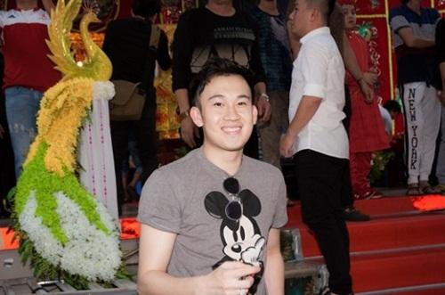 Hoài Linh, Đàm Vĩnh Hưng thành kính cúng Tổ nghề 9