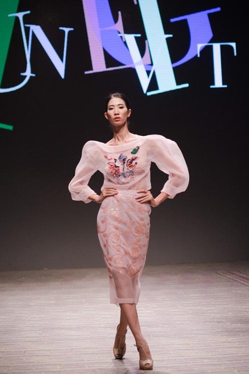 Tuần lễ thời trang Việt Nam xuân hè 2016  - Sắc màu một ngày mới 17