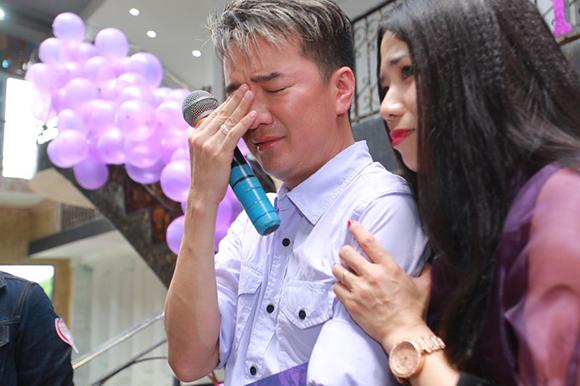 Đàm Vĩnh Hưng khóc như trẻ con trong ngày sinh nhật  2