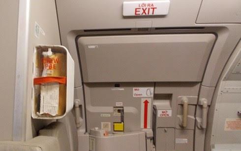 Hành khách Jetstar Pacific tự ý mở cửa thoát hiểm trên máy bay 1
