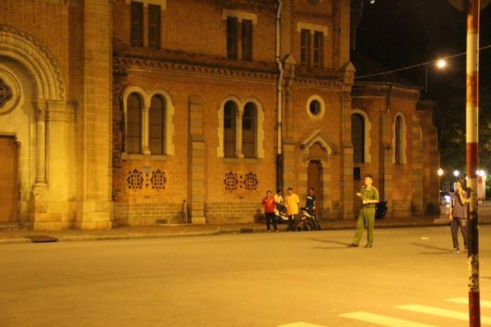 Hình ảnh Người đàn ông đột nhập Nhà thờ Đức Bà bị phạt 1,5 triệu đồng số 1