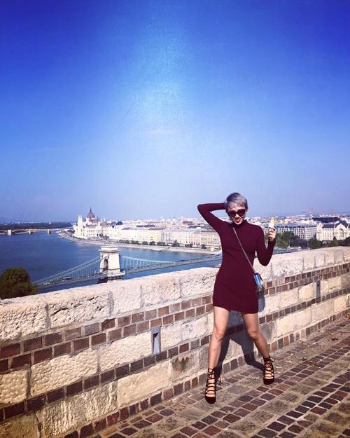 Sao Việt đẹp tuần qua: Hoàng Thùy Linh, Angela Phương Trinh gợi cảm, quyến rũ 8