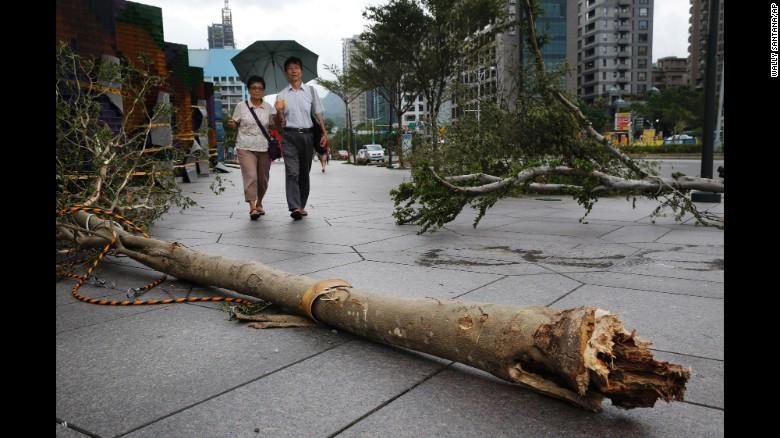 Siêu bão Dujuan tàn phá Đài Loan, hơn 300 người thương vong 1
