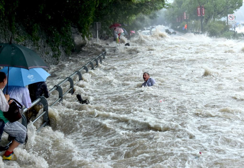 Ảnh siêu bão Dujuan tấn công Trung Quốc 1