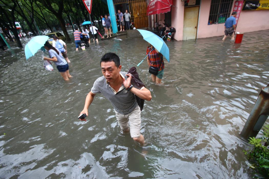 Ảnh siêu bão Dujuan tấn công Trung Quốc 9