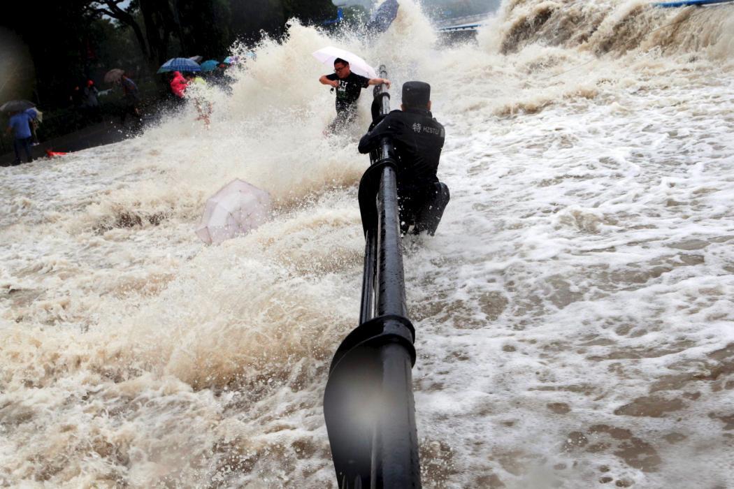 Ảnh siêu bão Dujuan tấn công Trung Quốc 5