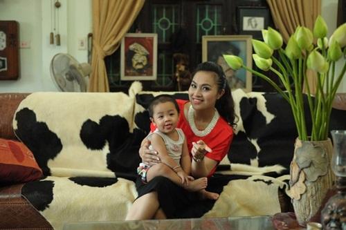 Dung nhan người vợ trẻ thua 32 tuổi của NSND Lê Hùng 1