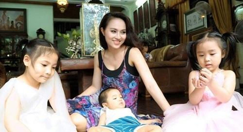 Dung nhan người vợ trẻ thua 32 tuổi của NSND Lê Hùng 6