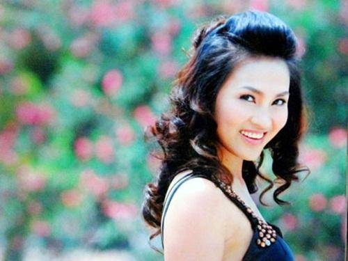 Dung nhan người vợ trẻ thua 32 tuổi của NSND Lê Hùng 2