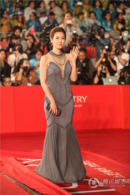 Ha Ji Won, Son Ye Jin đọ sắc trên thảm đỏ LHP Quốc tế Busan 19