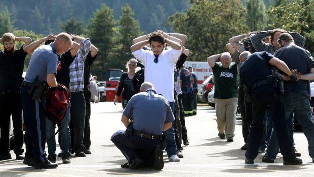 Xả súng tại trường cao đẳng Mỹ, ít nhất 10 người thiệt mạng 2