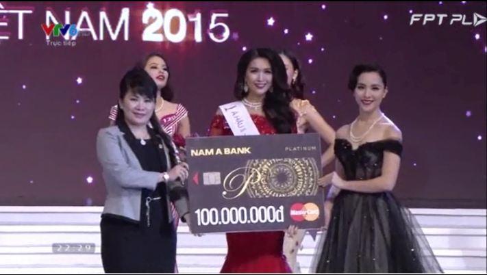 Phạm Thị Hương đăng quang Hoa hậu Hoàn vũ Việt Nam 2015 mặc scandal 5