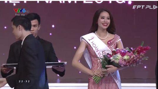 Phạm Thị Hương đăng quang Hoa hậu Hoàn vũ Việt Nam 2015 mặc scandal 2
