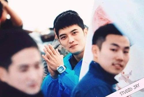 Jae Joong vui mừng nhún nhảy khi hội ngộ Yunho trong quân ngũ 10