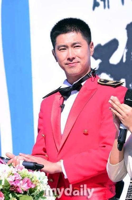 Jae Joong vui mừng nhún nhảy khi hội ngộ Yunho trong quân ngũ 2