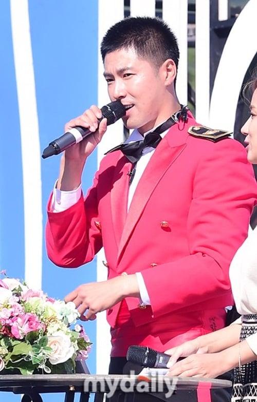 Jae Joong vui mừng nhún nhảy khi hội ngộ Yunho trong quân ngũ 3
