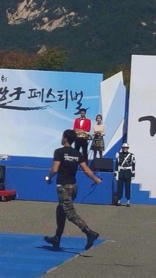 Jae Joong vui mừng nhún nhảy khi hội ngộ Yunho trong quân ngũ 4