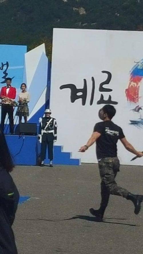 Jae Joong vui mừng nhún nhảy khi hội ngộ Yunho trong quân ngũ 5