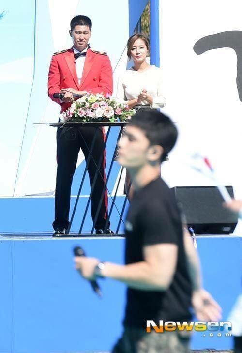 Jae Joong vui mừng nhún nhảy khi hội ngộ Yunho trong quân ngũ 6