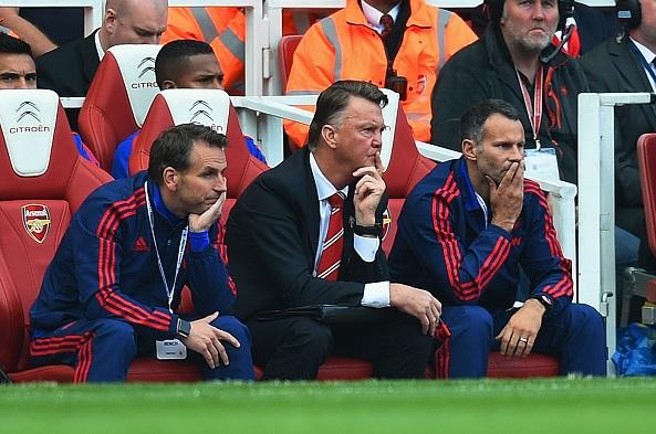 Van Gaal 'sốc' khi MU thảm bại trước Arsenal 1
