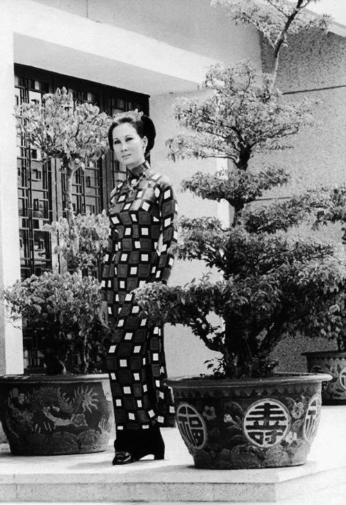 Nguyễn Cao Kỳ Duyên chia sẻ ảnh thời trẻ của giai nhân Đặng Tuyết Mai 4
