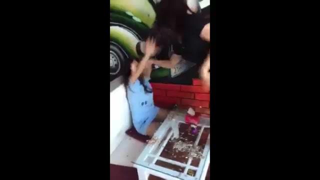 Yên Bái: Vợ bầu giận dữ khóc đánh ghen nhân tình của chồng 1