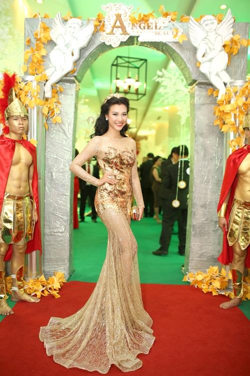 Sao Việt đẹp tuần qua: Kỳ Duyên quyến rũ với đầm xuyên thấu 2