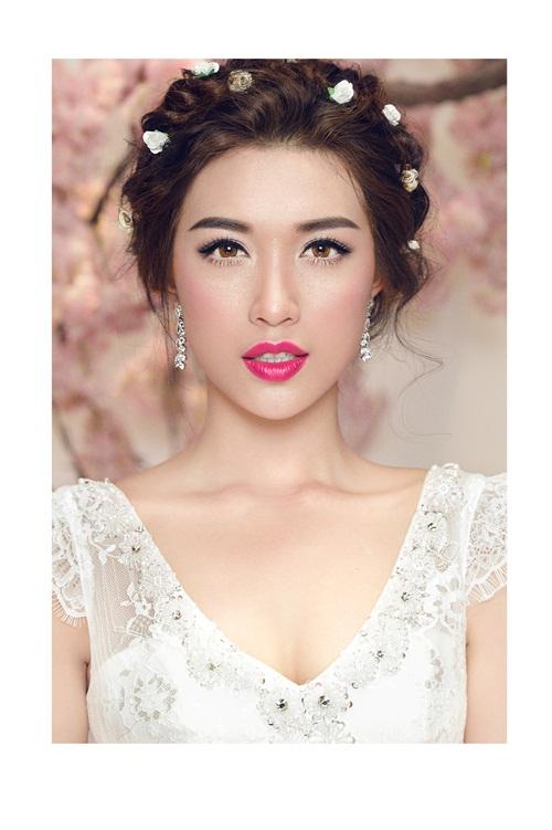 Á hậu Lệ Hằng quyến rũ với váy cưới 1