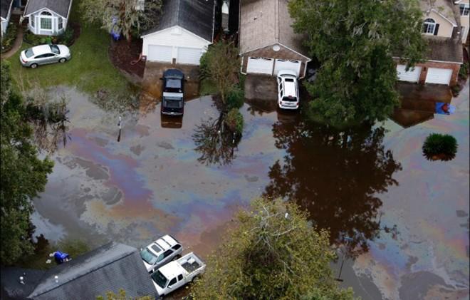 Video: Lũ lụt ở Mỹ cuốn trôi nhiều quan tài khỏi nghĩa trang 1