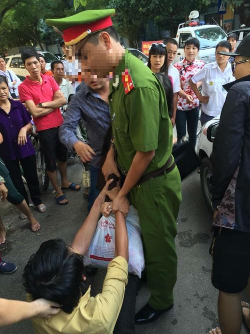 Hà Nội: Bị bắt quả tang ngoại tình, vợ hô hoán chồng là