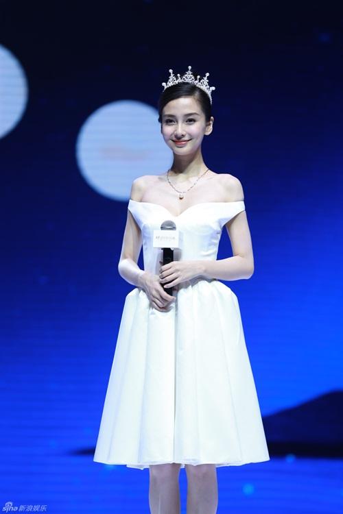 Huỳnh Hiểu Minh và Angela Baby khoe khéo ảnh cưới hài hước 7