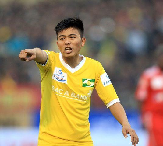 Đòi 'xử' trọng tài, Mạnh Hùng bị loại khỏi đội U21 SLNA 1