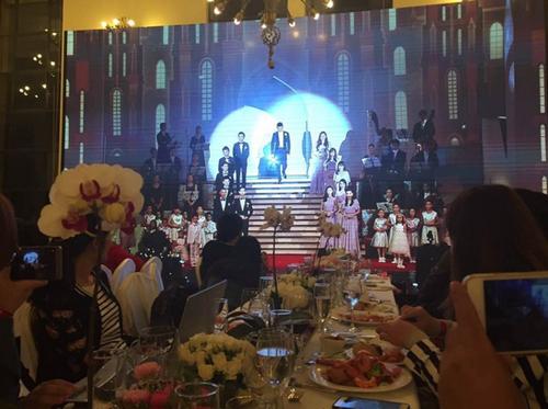 Huỳnh Hiểu Minh bật khóc trong hôn lễ 13
