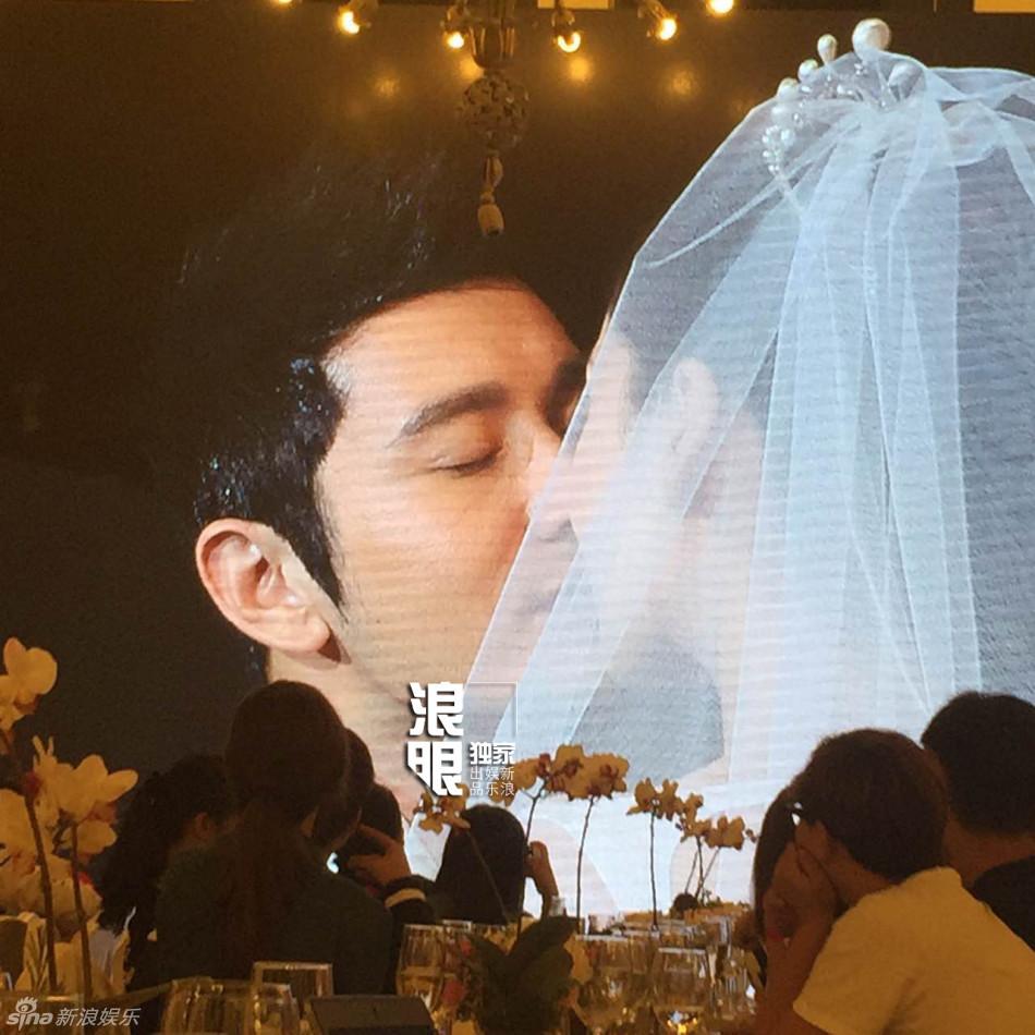 Huỳnh Hiểu Minh bật khóc trong hôn lễ 7
