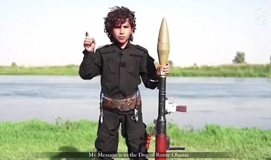 Chiến binh nhí IS dọa chặt đầu Tổng thống Obama 1