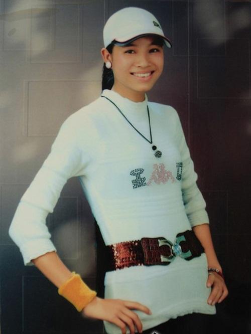 Hé lộ ảnh cấp 3 kém xinh của Hoa hậu Phạm Hương 1