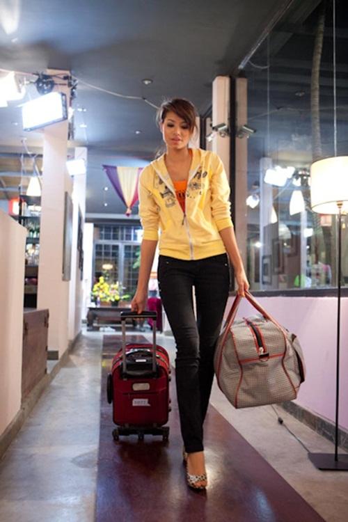 Hé lộ ảnh cấp 3 kém xinh của Hoa hậu Phạm Hương 5