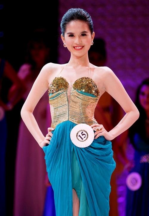 Ngọc Trinh bất ngờ dự thi 'Hoa hậu đất đỏ sông Bé' 5