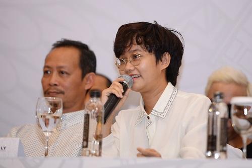 Tóc Tiên nóng bỏng bên dàn sao quốc tế tại Hà Nội 13