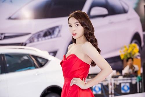 Hoa hậu Kỳ Duyên đẹp lạ với đầm cúp ngực dự sự kiện 5